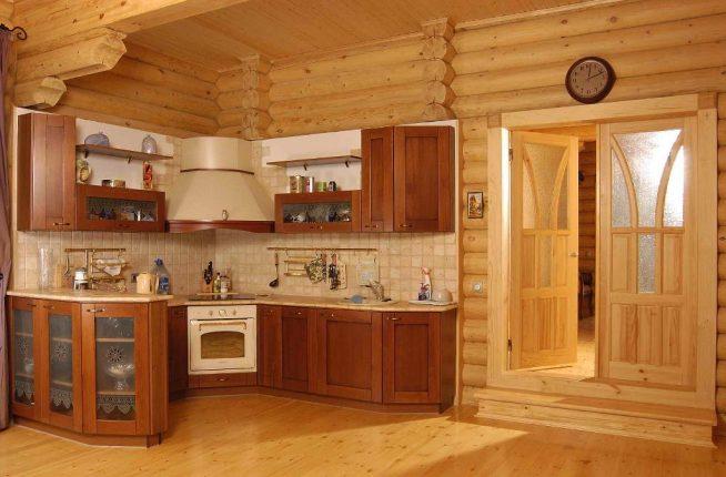 Внутренняя отделка кухни в деревянном доме