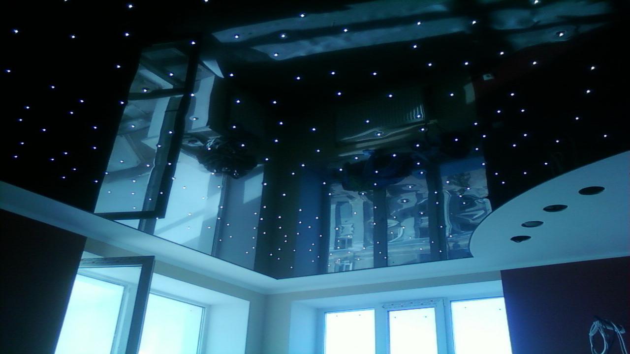 Чёрный потолок в интерьере квартиры
