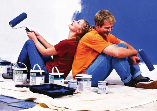 Семья осуществляет ремонт в доме