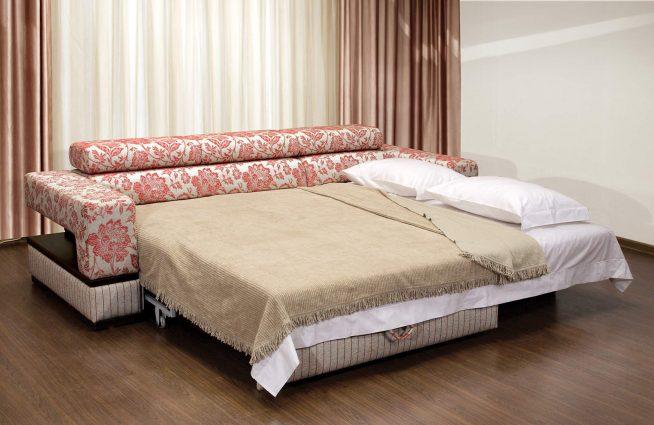 Необычный диван-кровать для спальни