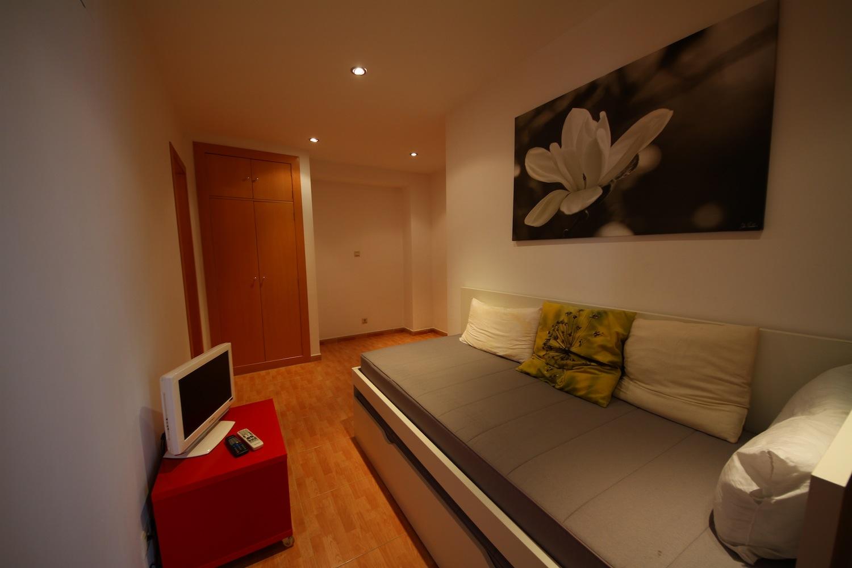 Дизайн для узкой спальни