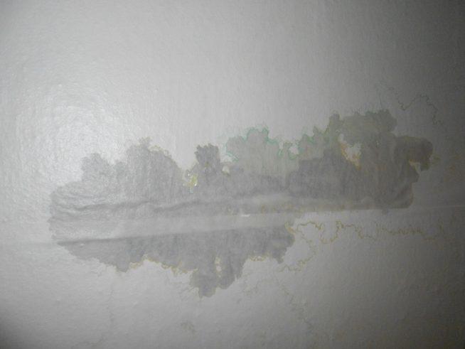 Потёк на потолке