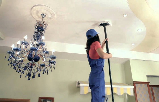 Мытье глянцевого натяжного потолка