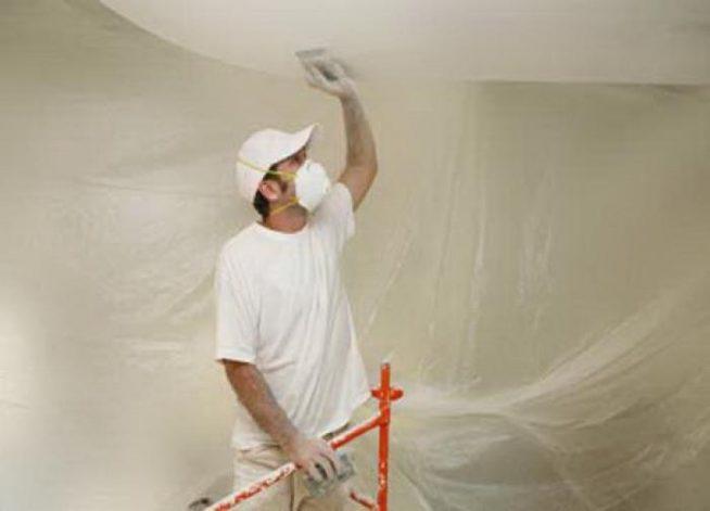 Очистка потолка от старой побелки