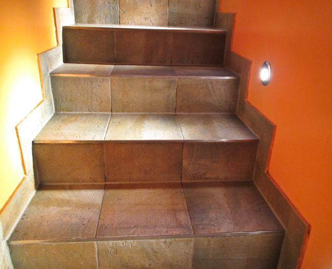 Мармолеум на лестнице