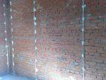Металлические маяки на стене