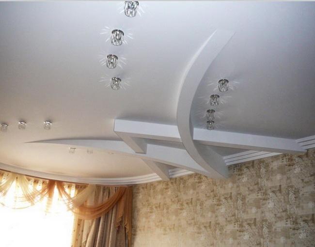 Сложный гипсокартонный потолок