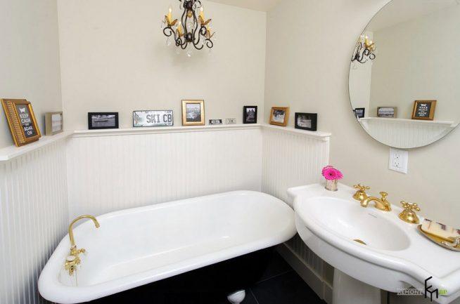 Комбинация пластиковой вагонки и белой влагостойкой штукатурки в интерьере ванной