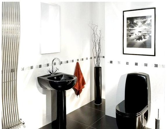 Чёрная сантехника в белой ванной