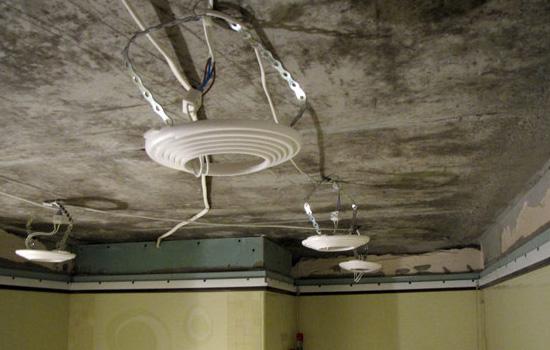 Установка гнёзд светильников под каркас реечного потолка