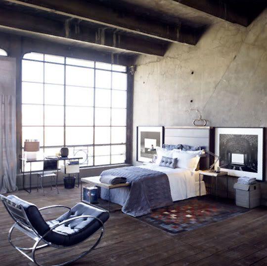 Главные атрибуты лофта: окна во всю стену и высокие потолки