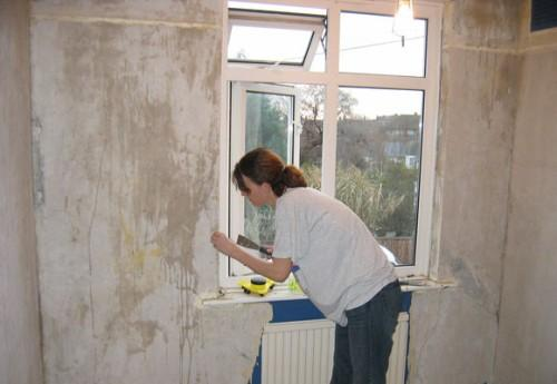 Подготовка помещения под оклейку обоями