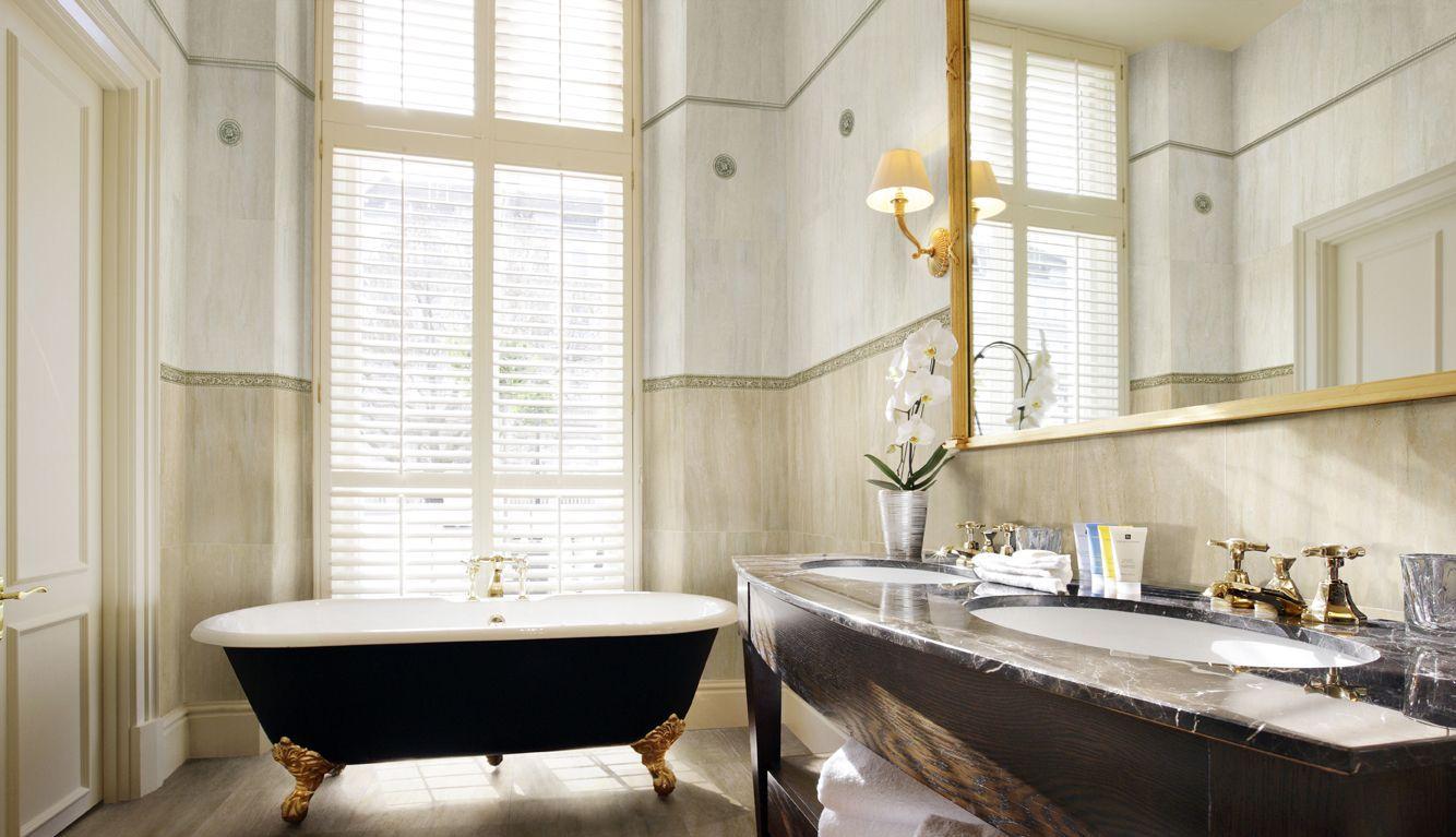 Британская выдержка и немного шика: английский стиль в интерьере ванной