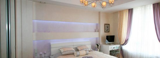 Интерьер спальни с натяжным потолком