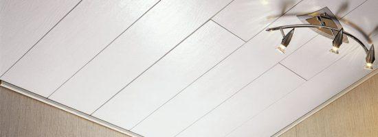 Отделываем потолок плиткой