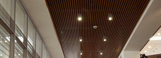 Как правильно установить реечный потолок самому