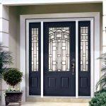 Декорирование металлических входных дверей