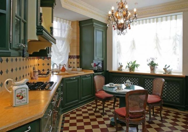 тёмно-зелёная кухня в английском стиле кантри