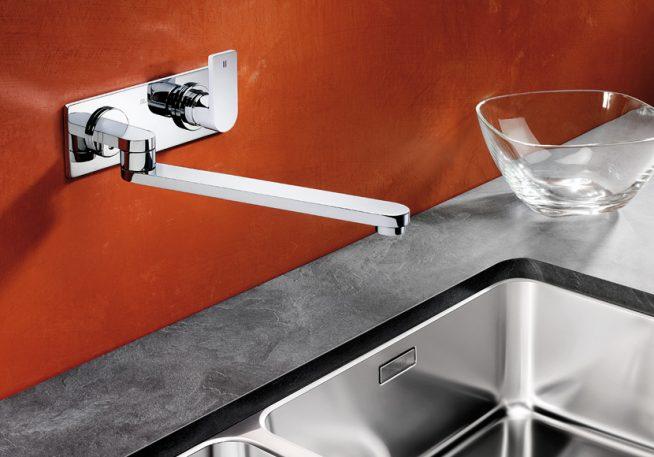 Настенный смеситель для кухни