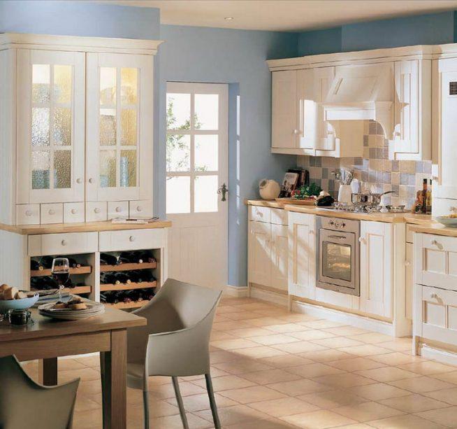 светлая кухня с голубыми стенами