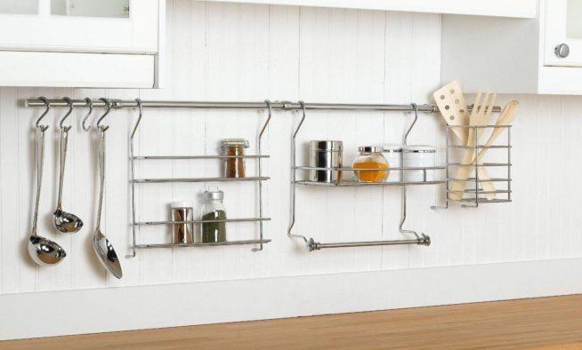 Горизонтальная рейлинговая система на кухне