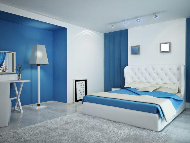 Белый и голубой в интерьере спальни