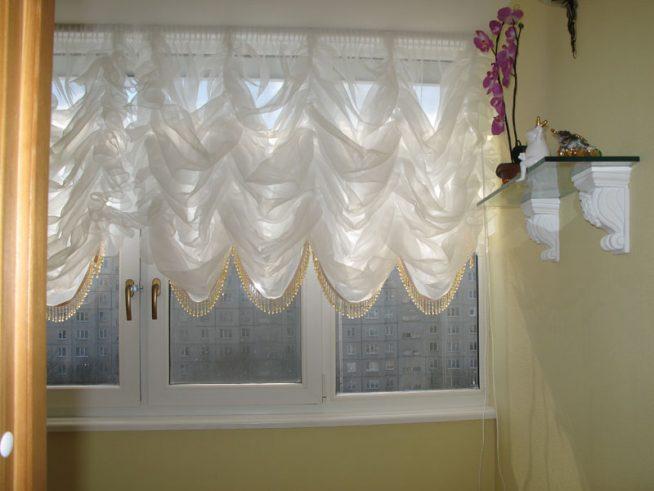 Французская штора в декоре окна