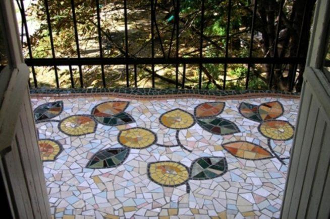 Мозаика на полу открытого балкона