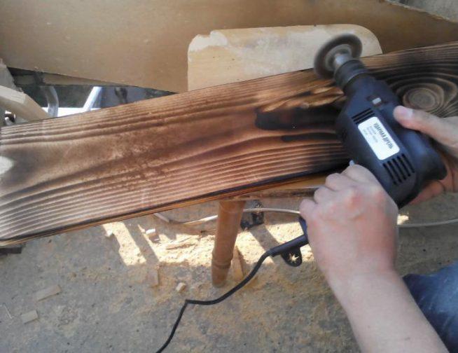 Обработка поверхности дрелью