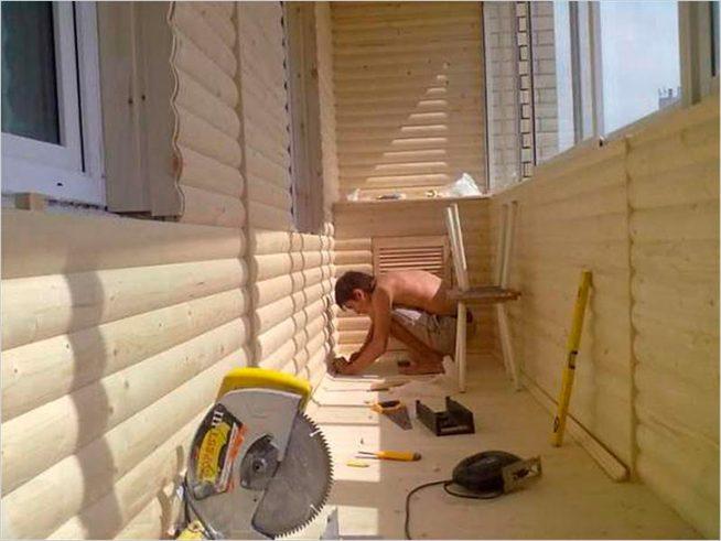 Горизонтальная облицовка балкона
