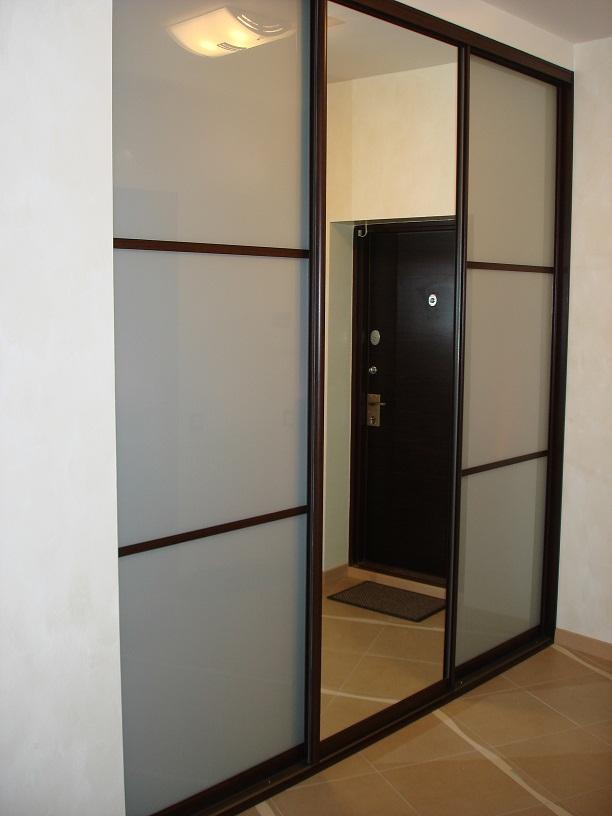Шкаф для узкого коридора