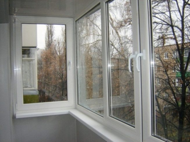 Современное остекление маленького балкона