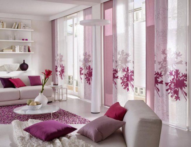 Японские шторы с панелями лавандового и белого цвета с цветочным принтом