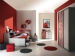 Серо-красная комната для подростка