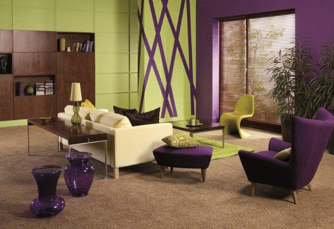 Гостиная модерн в лиловых тонах