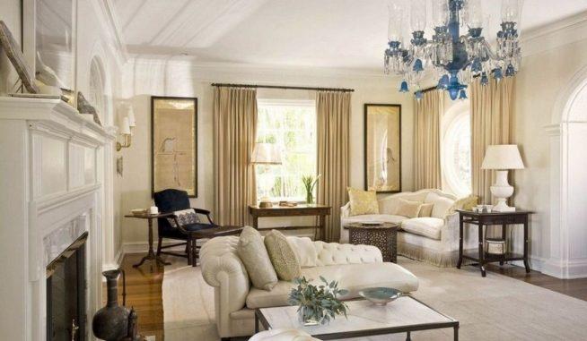 Гостиная с простым белым потолком