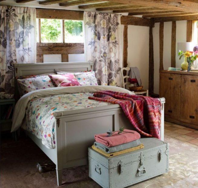 Короткие шторы в деревенском стиле