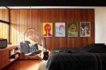 Деревянная стена в комнате