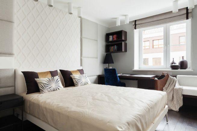 Спальня с рабочей зоной у окна