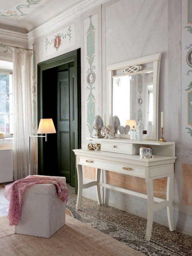 Туалетный столик с зеркалом в интерьере спальни