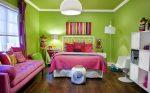 Контрастные цвета в зелёной спальне