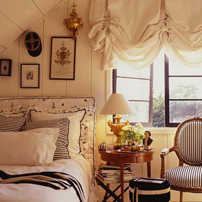 Золотистые шторы для спальни