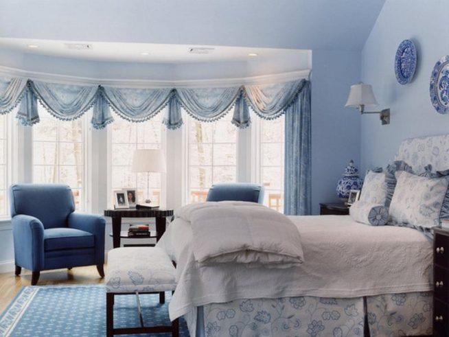 Романтичный голубой интерьер спальни