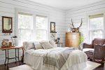 Серая спальня в стиле кантри