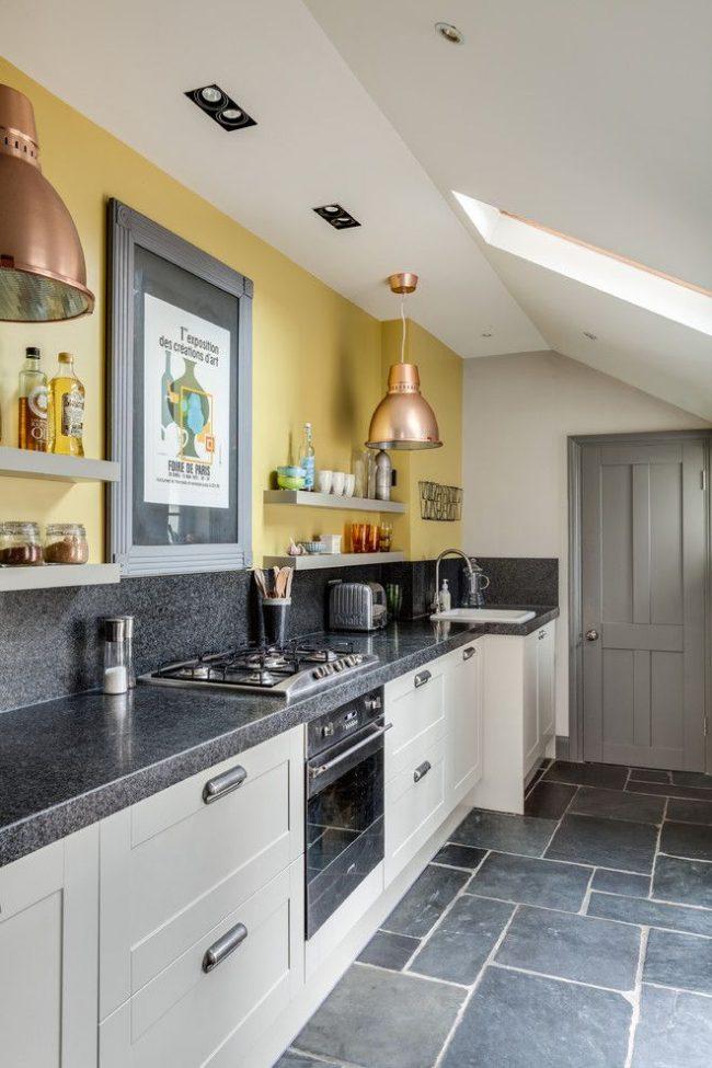 Интерьер кухни с серой отделкой