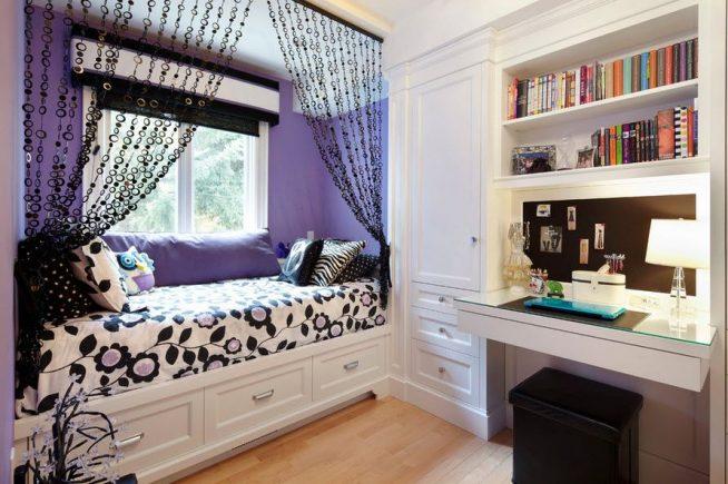 Контрастные шторы в комнате подростка
