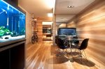 Несколько аквариумов в интерьере