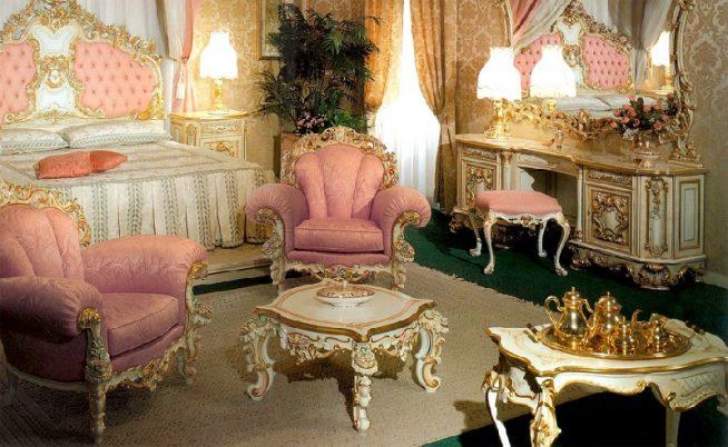 Спальня в стиле барокко в золотисто-розовых тонах
