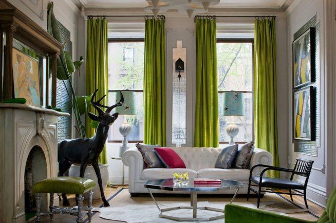 Оливковые шторы в интерьере гостиной