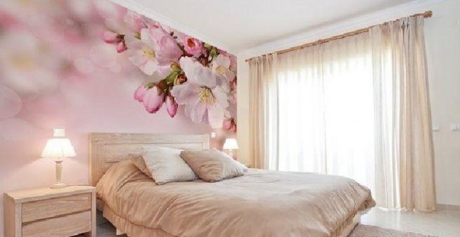 Комбинирование обоев в спальне